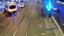 Tramvay yolunda feci kaza! Görüntüleri ortaya çıktı