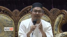 'Nik Abduh alim ulama juga, ambo ustaz kampung'
