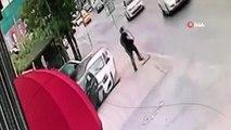 Avcılar'da kaldırıma çıkan araç park halindeki otomobile böyle çarptı