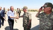 Bakan Akar, Suriye sınırında incelemelerde bulunmak üzere Şanlıurfa'ya geldi
