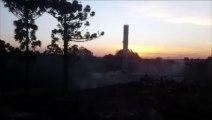 Corpo de Bombeiros combate incêndio no Parque dos Ipês