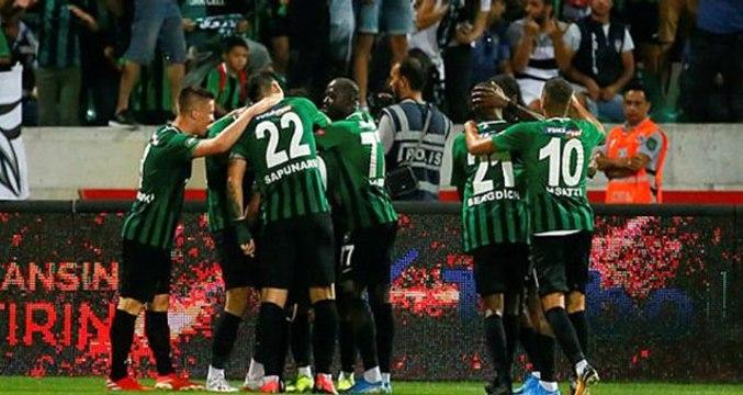 Polis, Denizlispor forması giyen Zeki Yavru'yu maç sonunda gözaltına almak istedi!