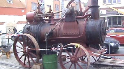 Dampfrundum Flensburg 2017 Marshall Standlokomobile und Dampfstraßenwalze treiben Steinbrecher und Torfbrikett-Pressmaschine an
