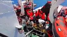 Egyre rosszabb állapotban vannak a Lampedusánál veszteglő menekültek