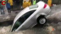 İstanbul'da felaketin boyutu: Otomobili yol yuttu