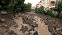 Üsküdar Bosna bulvarında yoğun yağış sonrası yol çöktü