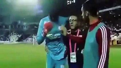 Football - Sivasspor-Beşiktaş karşılaşmasında başka bir oyuncuyla çarpışan Sivasspor kalecisi Mamadou Samassa'nın bayılma anı