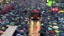 """عشرات الالاف في مسيرات """"سلمية"""" مؤيدة للديموقراطية في هونغ كونغ"""