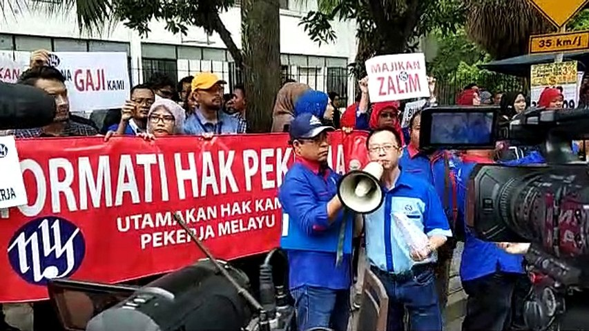 Utusan Malaysia staff stages protest