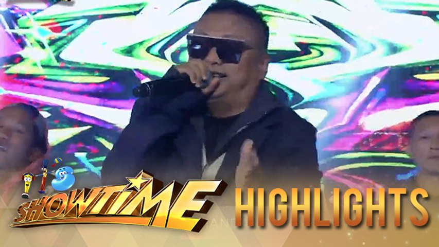 Andrew E hypes up the crowd with his greatest hits | It's Showtime