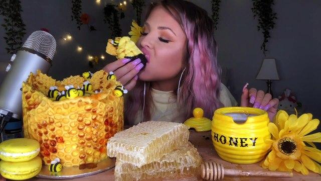 ASMR EDIBLE HONEYBEES, HONEYCOMB CAKE, RAW HONEYCOMB, SUNFLOWER COOKIE EATING SHOW MUKBANG