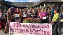 100 personnes en soutien à l'activiste italien Vincenzo Vecchi