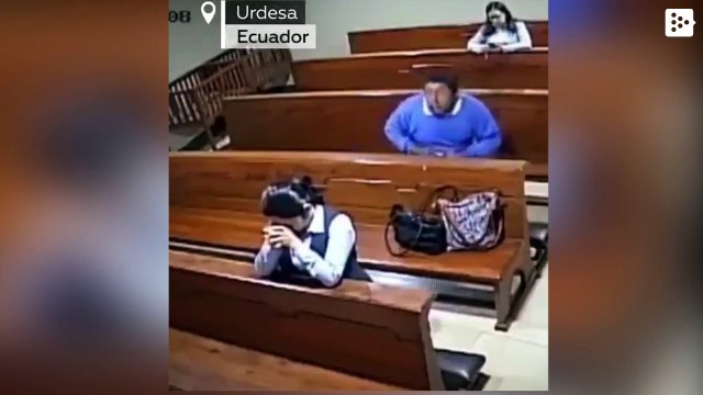 A man steals a woman in a church in Ecuador and leaves the temple crossing himself