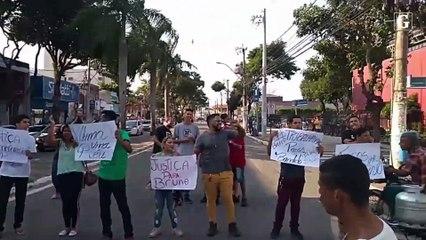 Familiares de motorista de aplicativo preso na Serra fazem protesto