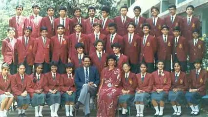 Twinkle Khanna shares picture from her school days for social cause | FilmiBeat