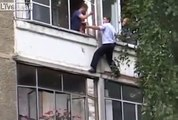 Ce policier escalade un immeuble pour sauver un enfant de 5 ans !