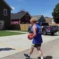 Quand la police joue au basket avec vous au lieu de vous appréhender
