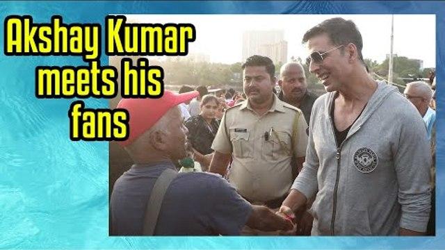 Akshay Kumar meets his fans at Versova Jetty