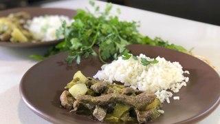 Bistec con nopales y papas en salsa verde - Cocina con Conexión - Sonia Ortiz con Juan Farré