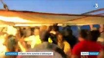 """Italie : les migrants de l'""""Open Arms"""" débarquent à Lampedusa"""