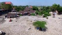 Indonésie : un village enseveli par des montagnes de déchets