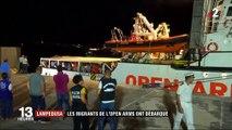 """Italie : après dix-neuf jours en mer, les migrants de l'""""Open Arms"""" ont débarqué à Lampedusa"""