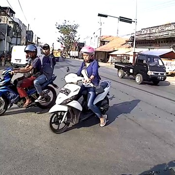 TRAFFIC LIGHTS PROBLEM IN INDONESIA #04