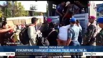 Angkutan Umum Belum Beroperasi, Penumpang Pelabuhan Sorong Diangkut Truk TNI