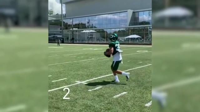 لقطة: كرة قدم أميركية: هولمس يستعرض مهاراته في التقاط الكرة