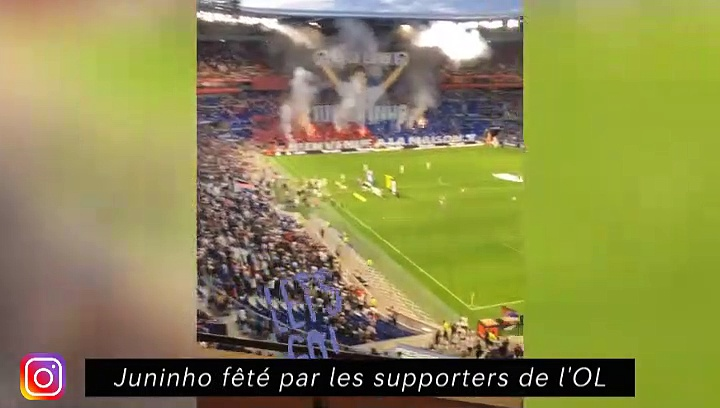 Juninho fêté par les supporters de l'OL - Le Clermont Foot est le leader de la ligue 2