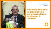 Nouvelle-Zélande : le président du parlement donne le biberon à un bébé