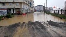 Ünye'yi sel vurdu...Sağanak yağmur mahalle ve evlerde su taşkınlarına yol açtı