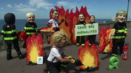 Protesters poke fun at G7 leaders