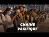 """À Hong Kong, les manifestants font une chaine humaine, 30 ans après la """"Baltic Way"""""""
