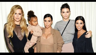 Keeping Up with the Kardashians Season 17 Episode 7 : Ultra HD TV Series