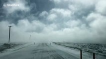Tempête de neige en Tasmanie (Australie) filmée par un conducteur !