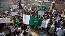 Hindistan polisinden Keşmir protestosuna biber gazlı müdahale