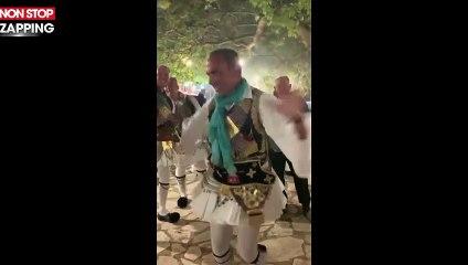 Nikos Aliagas : en hommage à son père, il danse en tenue traditionnelle en Grèce (vidéo)