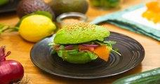 Craquez pour notre sandwich totalement healthy à l'avocat et au saumon fumé !