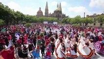 Les très belles images de 882 personnes dansant au rythme de la musique mariachi au Mexique, un record