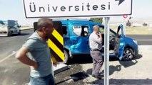 Kars'ta süt dolu kamyonet ile binek araç çarpıştı: 2 yaralı