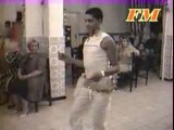eeeen regardez comment c affolant mdr le mec il danse mieu ke ns !!!!!!