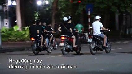 Hàng chục thanh niên tổ chức đua xe, bốc đầu xe máy quanh hồ Hoàn Kiếm