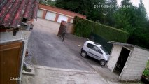 Il tente de garer sa voiture sans permis... raté
