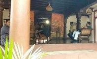 കാലിന്മേല് കാല് കയറ്റി വച്ചുള്ള മമ്മൂക്കയുടെ ആ കൊലമാസ്സ് ഇരിപ്പ്