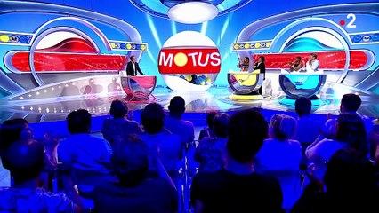 """""""Merci aussi aux boules noires !"""": Thierry Beccaro fait ses adieux émouvants après la dernière de """"Motus"""" sur France2"""