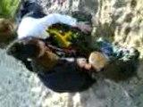 Nyfer joue au bac a sable