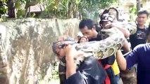Regardez la taille du python que ces indonésiens ont capturé