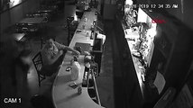 Bar soyuldu, o ise içmeye devam etti