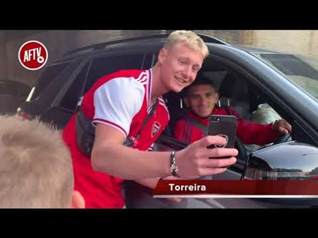 Arsenal 2-2 Tottenham  | Lacazette, Torreira & Pepe Greet Fans After The North London Derby